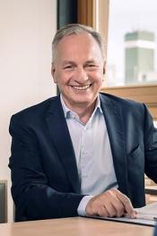 Dipl. Kfm. Dr. Bernd Rabald, Wirtschaftsprüfer (seit 1992) Steuerberater (seit 1988), Landshut